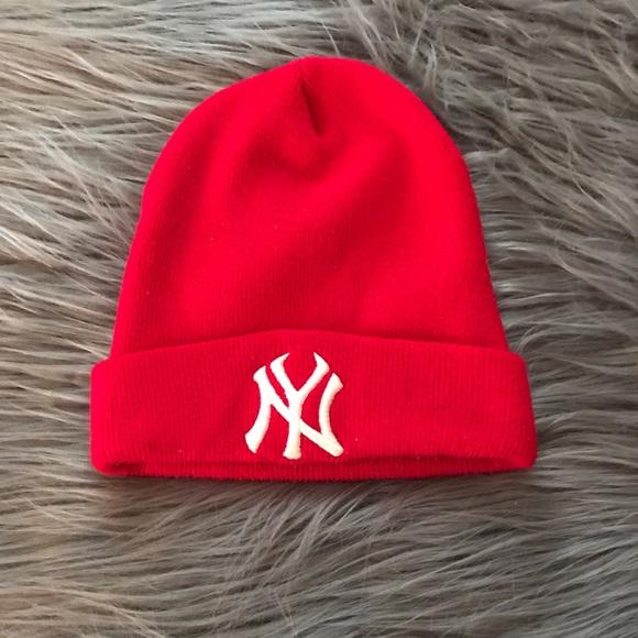 796a3a1bb17 Red NY Yankees Knit Winter Hat. M 5a74d36a6bf5a6aa811f01c5